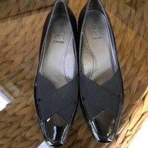 Circa Joan & David black patent leather wedge 8m